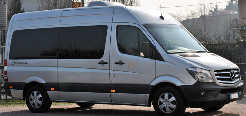 noleggio minibus mercedes benz sprinter. Black Bedroom Furniture Sets. Home Design Ideas